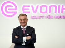 Essen Germany 02 03 2017 Bilanzpressekonferenz 2017 Evonik Industries AG Strategievorstand und d