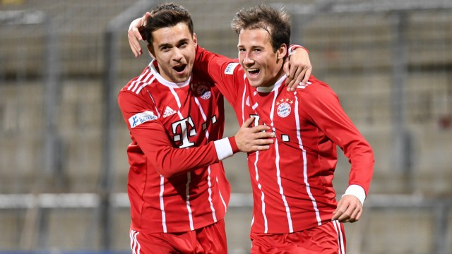v li Milos Pantovic Bayern München FCB 10 Fabian Benko Bayern München FCB 40 mit Torjubel