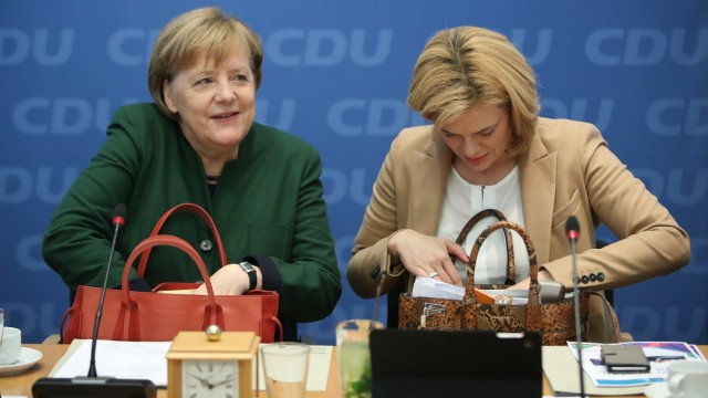 Merkel Considers Coalition With Social Democrats