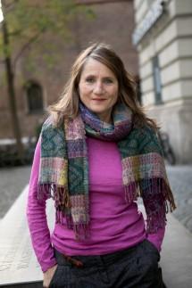 Isabel Schupp vor dem Literaturhaus