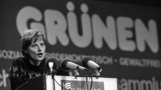 Petra Kelly GER Die Grünen während ihrer Rede anlässlich eines Parteitages der Grünen in Duisburg