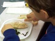 Schulkantine: Die Teilnahme am Essen soll in Bayern keine Frage des Geldes sein.