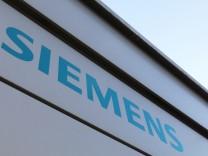 Siemens Workers Protest Layoffs