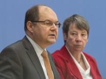Bundeslandwirtschaftsminister Christian Schmidt CSU und Bundesumweltministerin Barbara Hendricks