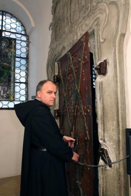 Kunstvolles Tor zur Heiligen Kapelle; Türchen-Serie