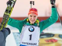 171203 Denise Herrmann Tyskland under damernas världscupspremiär i jaktstart den 3 december 2017