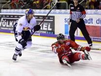 Eishockey DEL 28 Spieltag Düsseldorfer EG vs EHC Red Bull München am 03 12 2017 im ISS Dome in Düs; Eishockey