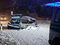 Auto schleudert in Gegenverkehr: Mann stirbt