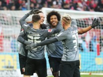 TOR Michael Gregoritsch FC Augsburg 11 feiert seinen Treffer zum 0 1 mit Martin Hinteregger FC