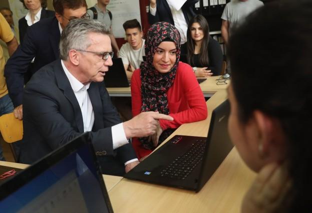 De Maiziere Visits Training Center For Immigrants