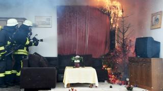 Gefahren durch brennenden Weihnachtsschmuck