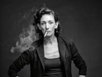 SSJN, Wiebke Puls, rauchend