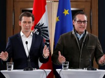 Head of the OeVP Kurz and head of the FPOe Strache address a news conference after coalition talks in Vienna