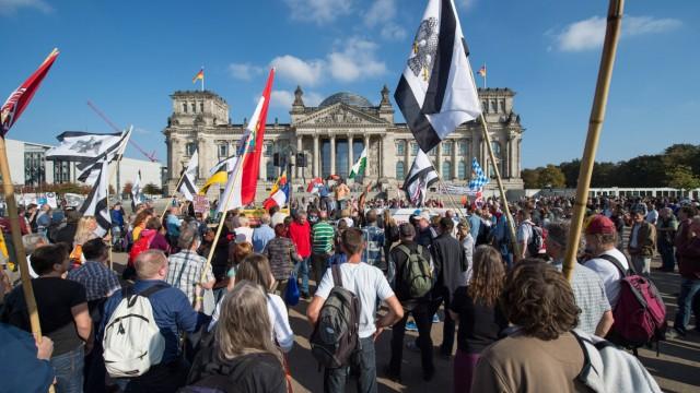 Berlin Rechte Reichsbuerger 200 bis 300 Reichsbuerger Neonazis Antisemiten und Verschwoerungstheor