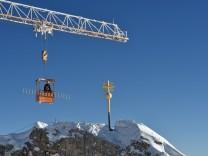 Das Gipfelkreuz kehrt zurück auf die Zugspitze