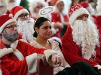 Vollversammlung der Weihnachtsmänner und -frauen