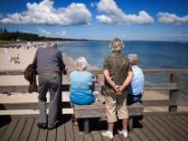 Senioren im Urlaub an der Ostsee