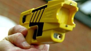 Taser: Umstrittene Waffen