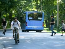 Busverkehr durch den Englischen Garten in München, 2017