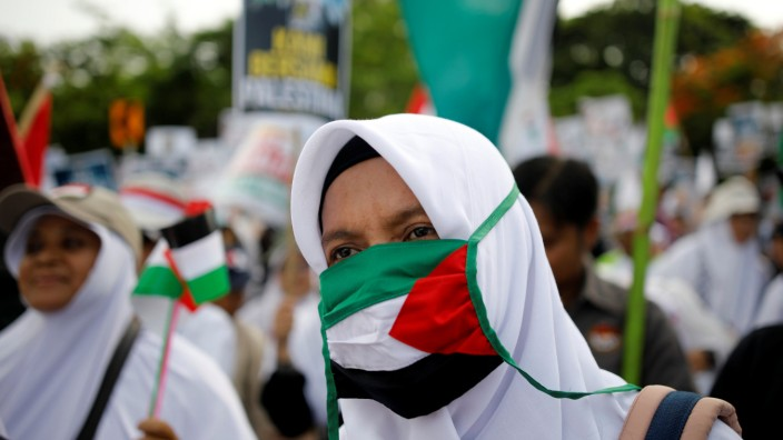 Protesters hold a rally outside the U.S. embassy in Jakarta, Indonesia, to condemn the U.S. decision to recognise Jerusalem as Israel's capital