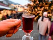 Glühwein auf dem Weihnachtsmarkt