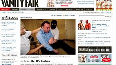 Ein Journalist erprobt eine Foltermethode