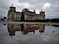 Graue Wolken über dem Bundestag