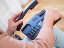 Falscher Nummernzauber: Belästigt und betrogen per Telefon
