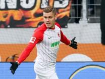 Torjubel von Alfred Finnbogason 27 FC Augsburg zum 1 0 FC Augsburg vs SC Freiburg 1 Bundesliga