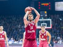 Danilo Barthel Bayern München 22 beim Freiwurf Basketball easyCredit Basketball Bundesliga Oet