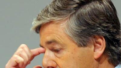 Manager Ackermann gegen Bischof Huber