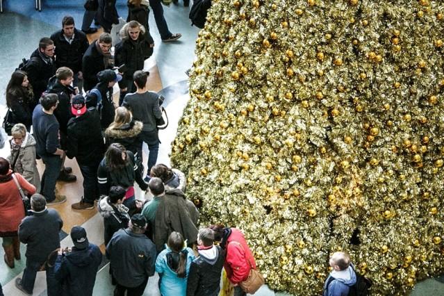 Retailers Hope For Strong Christmas Shopping Season