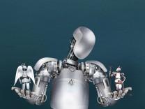 Roboter wägt guten und schlechten Roboter ab PUBLICATIONxINxGERxSUIxAUTxONLY Copyright xDerekxBacon