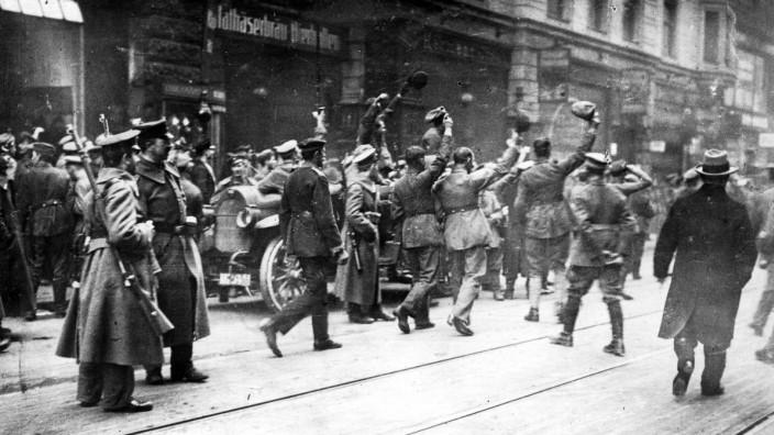 Revolutionäre während der Novemberrevolution in München, 1918