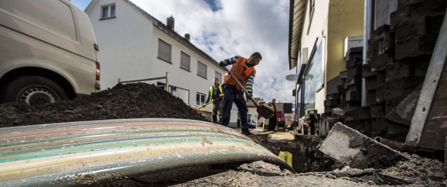 Schmuckbild Solobild PK Baustellenbesichtigung Breitbandausbau Langenhain Hofheim Bild x von