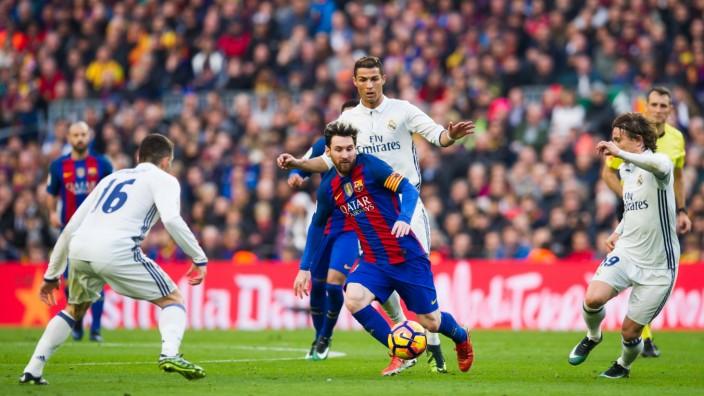 FC Barcelona v Real Madrid CF - La Liga; Messi Ronaldo