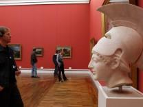 Besucher in der Neuen Pinakothek, 2003