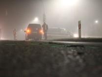 Fußgänger stürzt auf Landstraße Rucksack von Auto erfasst In der Nacht vom 30 auf den 31 Dezembe
