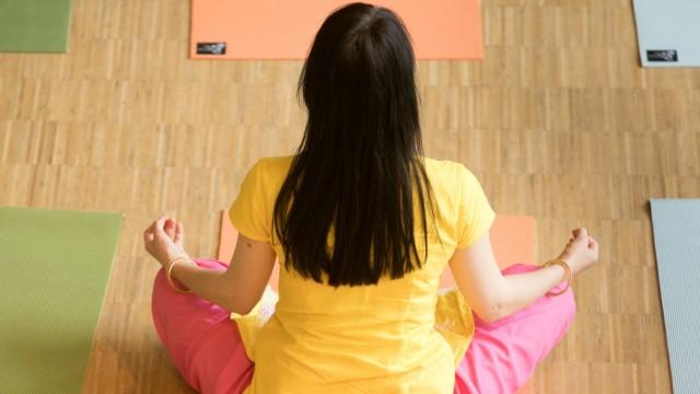 Yoga Day des indischen Generalkonsulats, Kulturhaus Milbertshofen, Curt-Mezger-Platz 1