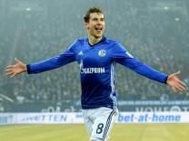 Leon Goretzka FC Schalke 04 8 beim Torjubel nach dem Treffer zum 2 0 beim Bundesligaspiel zwischen