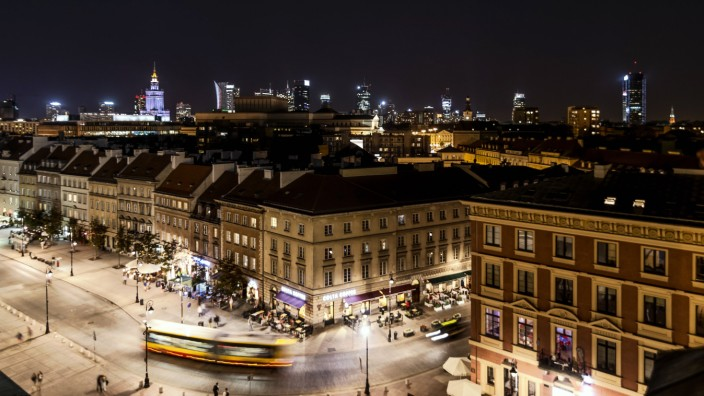 Poland Warsaw old town and new town at night PUBLICATIONxINxGERxSUIxAUTxHUNxONLY CSTF01272