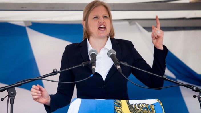 Die AfD-Fraktionschefin Ebner-Steiner bei einer Rede