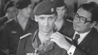 Bundesinnenminister Werner Maihofer GER FDP anlässlich der Verleihung des Bundesverdienstkreuzes a