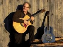 Sänger und Gitarrenkünstler Paul Stowe aus den USA