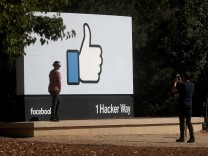Facebook Announces Quarterly Earnings