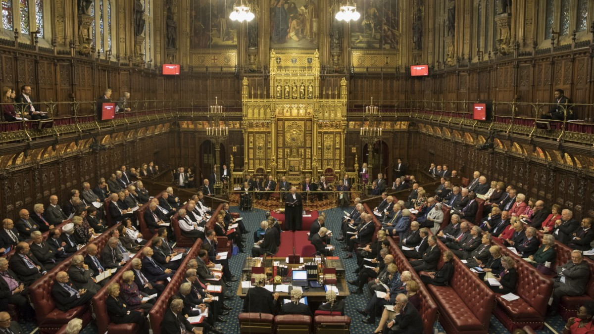 Regierung gibt Widerstand gegen Anti-No-Deal-Gesetz auf