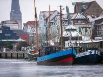 Eis im Rostocker Stadthafen