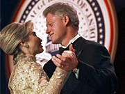 Historische Bälle Tanzende Präsidenten Amtsantritt Inauguration Bill Hillary Clinton AP