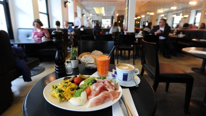 Fruhstucken Im Cafe Wiener Platz In Munchen Munchen Sz De