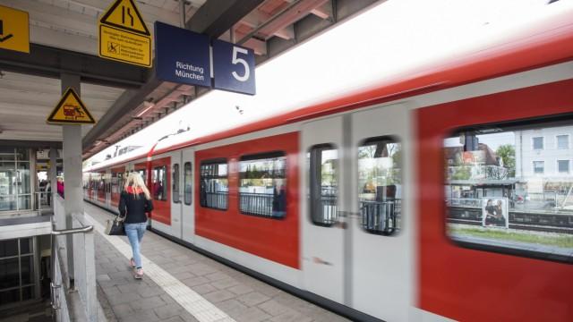 Haar, Bahnhof, Foto: Angelika Bardehle